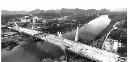 """崇左大桥主跨合龙预计6月底通车该项目系自治区""""一带一路""""重点推进项目"""
