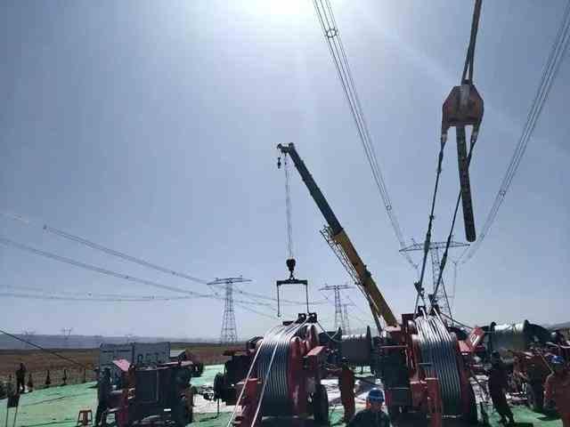 世界最高电压等级输电线路甘肃段全线贯通 助西部新能源外送