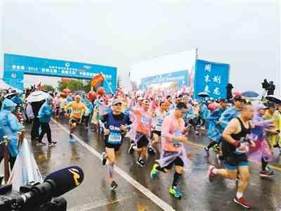 中国渭南国际马拉松赛激情开跑