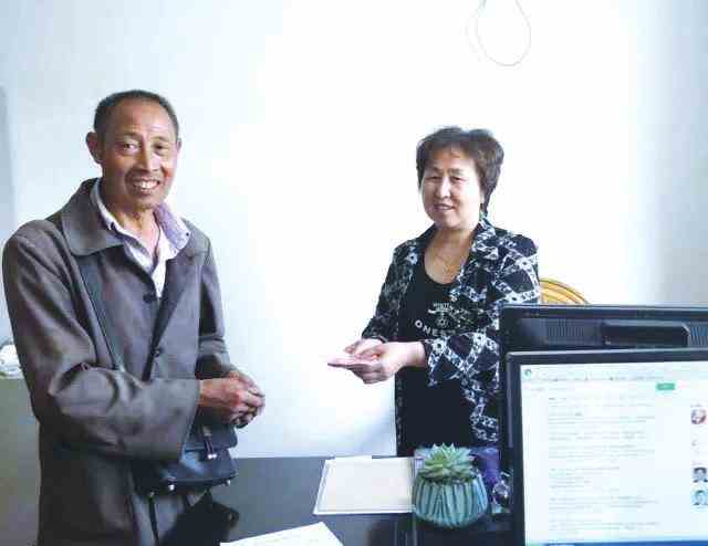 老人靠收废品爱心义捐十年 岳西县60岁村民储德素已累计捐款近万元