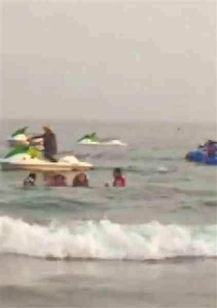 两艘摩托艇相撞 三游客落水受伤 事发东兴市金滩景区海域微信分享音乐