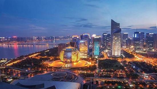 界面新闻【深度】6万人抢959套房,杭州楼市再度疯狂